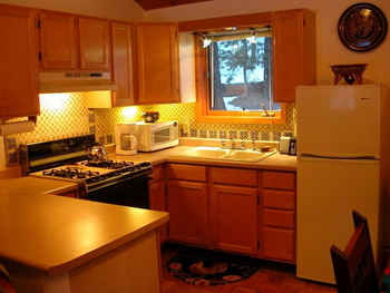 Hummingbird Cabin Kitchen